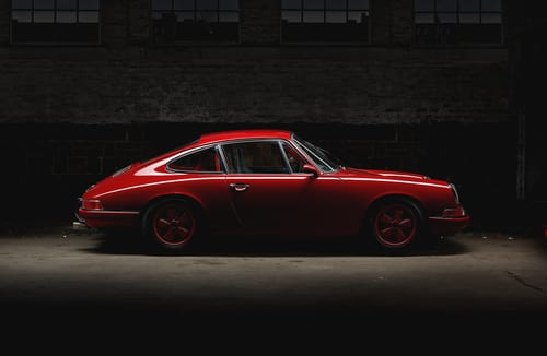Arranged Street shot of an historic Porsche 911-img-blog