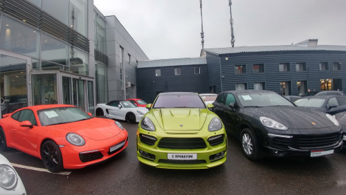 lime green tuned porsche cayenne with wide kit by hamman, modified hood.a red porsche 911 and standart cayenne e2 - Image-blog